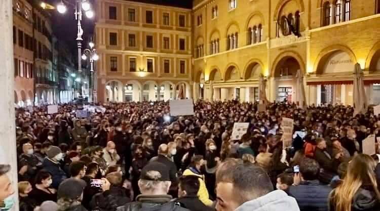 26 ottobre siamo scesi in piazza
